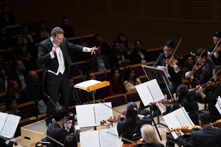 Orch_Apr_Mahler_Girard_Conducting_2015_S07_7117